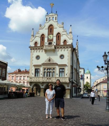 Rzeszów, a városháza előtt
