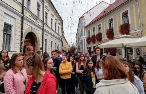 Mátyás király szülőháza előtt Kolozsváron